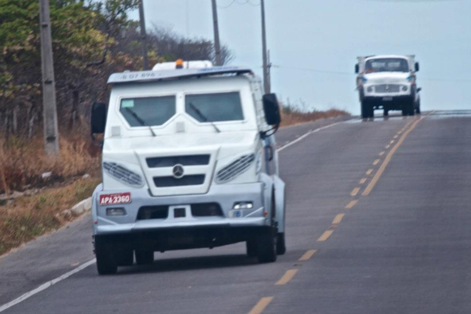 Броневички по дороге в Кумбуко