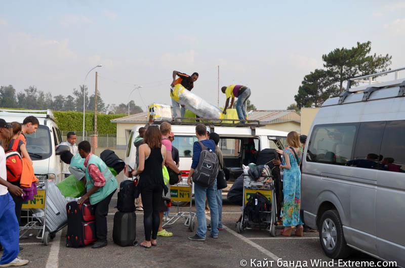 Погрузка багажа в аэропорту Антананариву