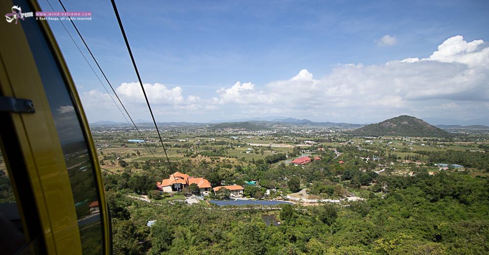 Вид с фуникулёра на подножие горы Та Ку, Вьетнам
